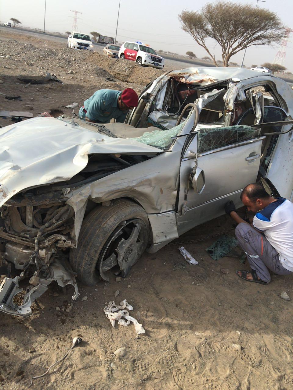 Photo of وفاة شخصان وإصابة ثالث في حادث دهس 4 حيوانات ( جمال ) براس الخيمة